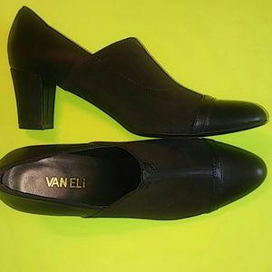 Vaneli Brown Shoes..size 9n